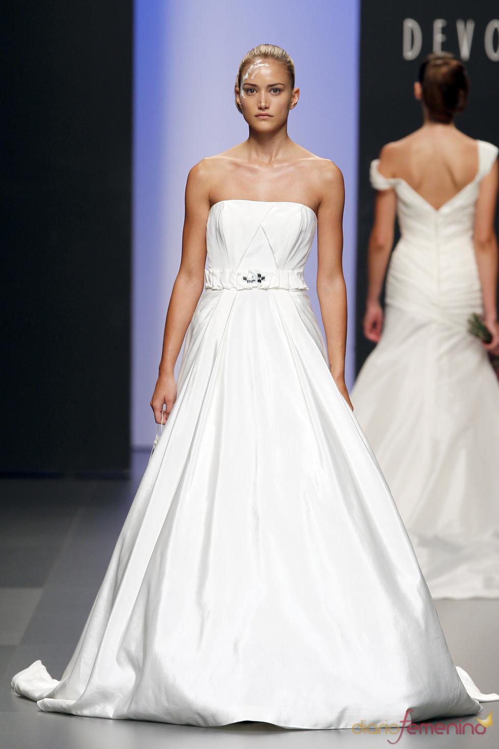 Vestido de novia palabra de honor de Devota&Lomba