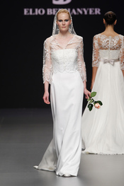 Vestido de novia con transparencia de Elio Berhanyer
