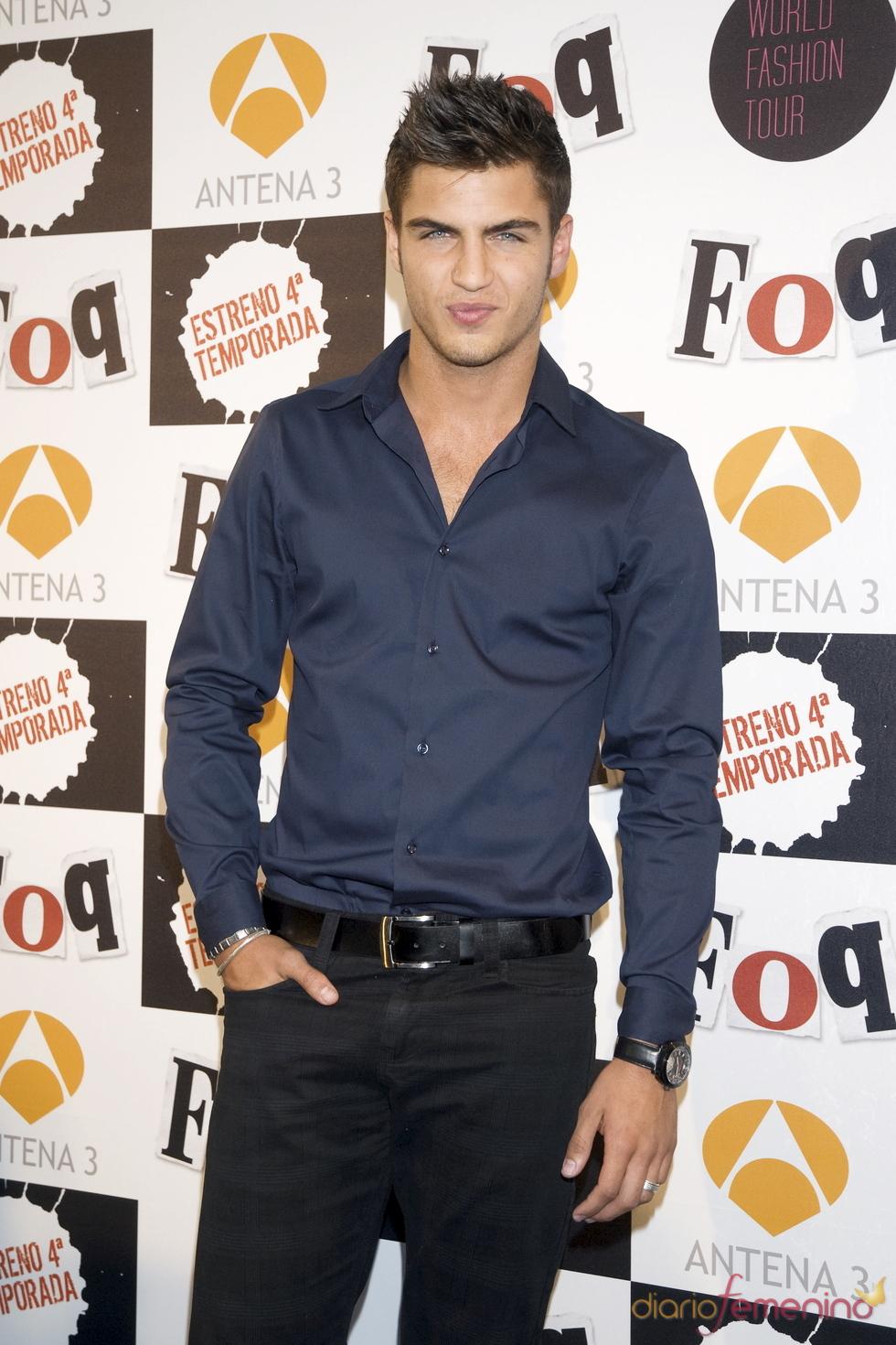 Maxi Iglesias, muy chic con camisa