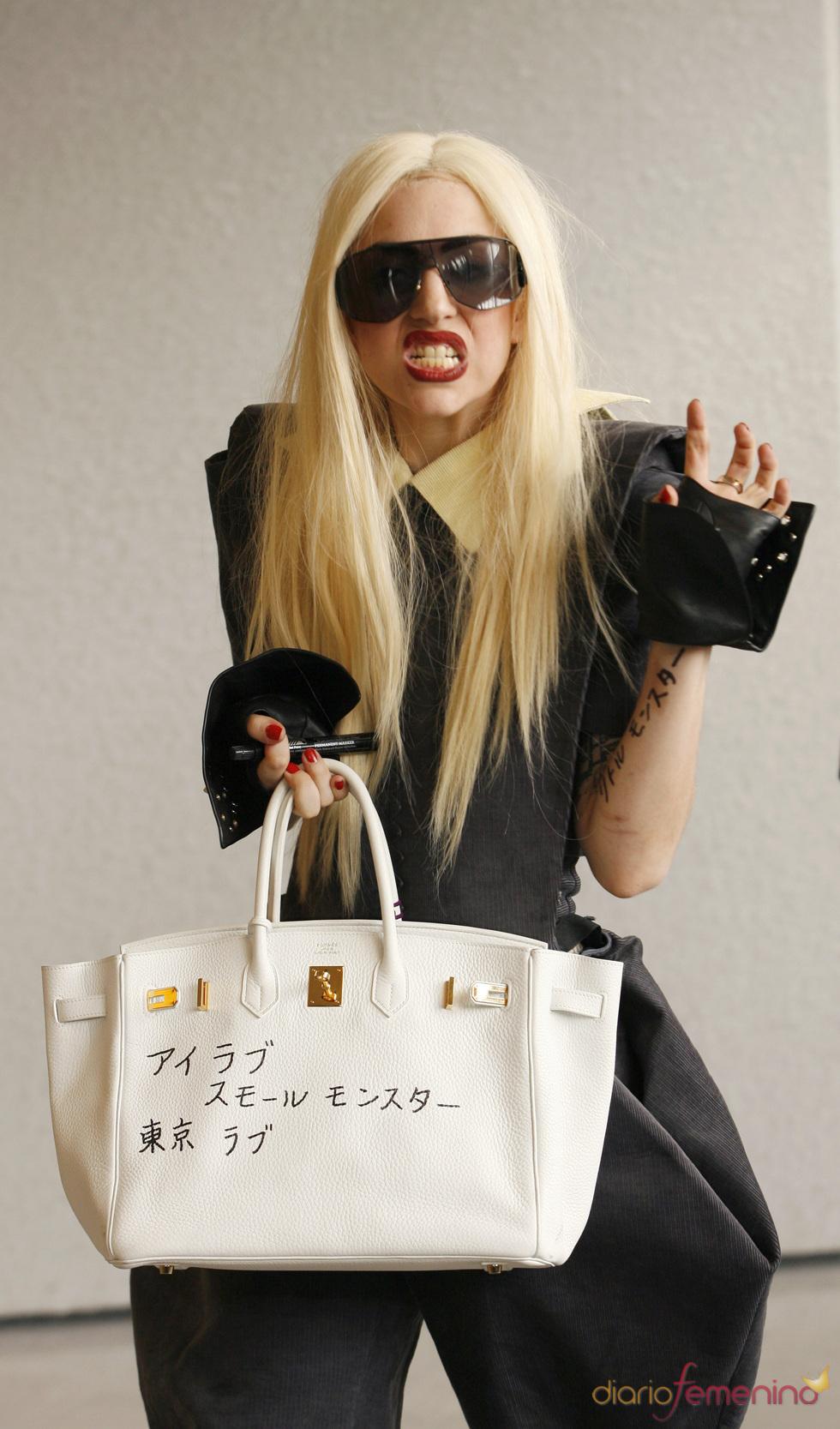 Lady Gaga, acusada de robar ropa interior