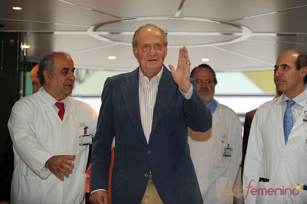 El Rey Don Juan Carlos sale del hospital