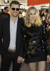 Diane Kruger y Joshua Jackson en el desfile de Chanel en St. Tropez