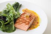 Salmón con verduras en la dieta de la zona