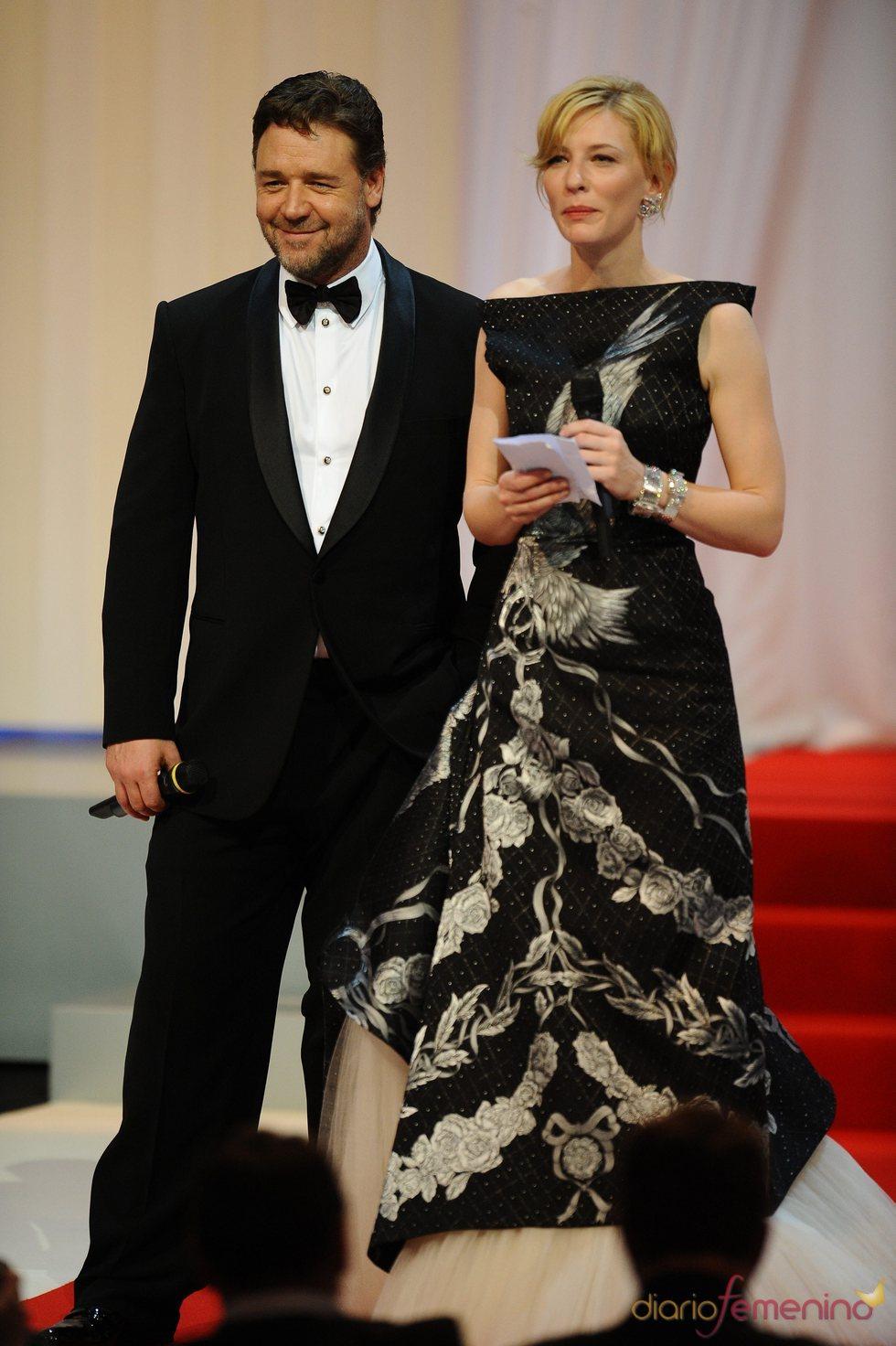 Russell Crowe y Cate Blanchett presentan 'Robin Hood' en Cannes