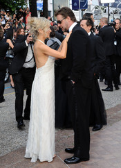 Momento dulce de Russell Crowe y su mujer en Cannes