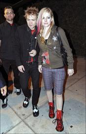 Avril Lavigne y su arte de combinar las prendas
