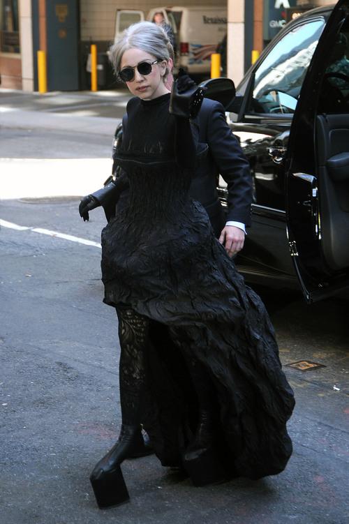 El 'look abuela' de Lady Gaga