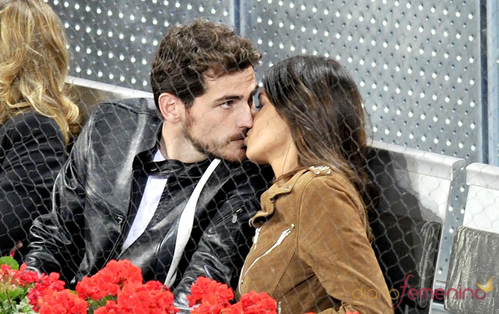 Casillas y Carbonero se besan