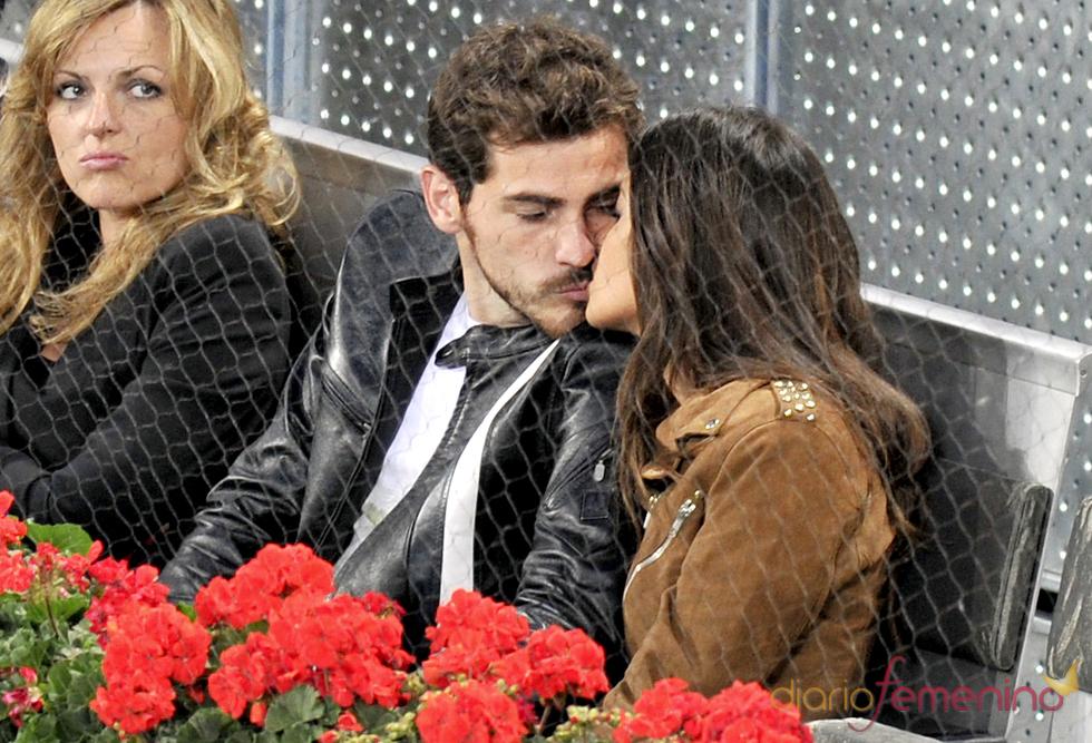 Sara Carbonero e Íker Casillas besándose