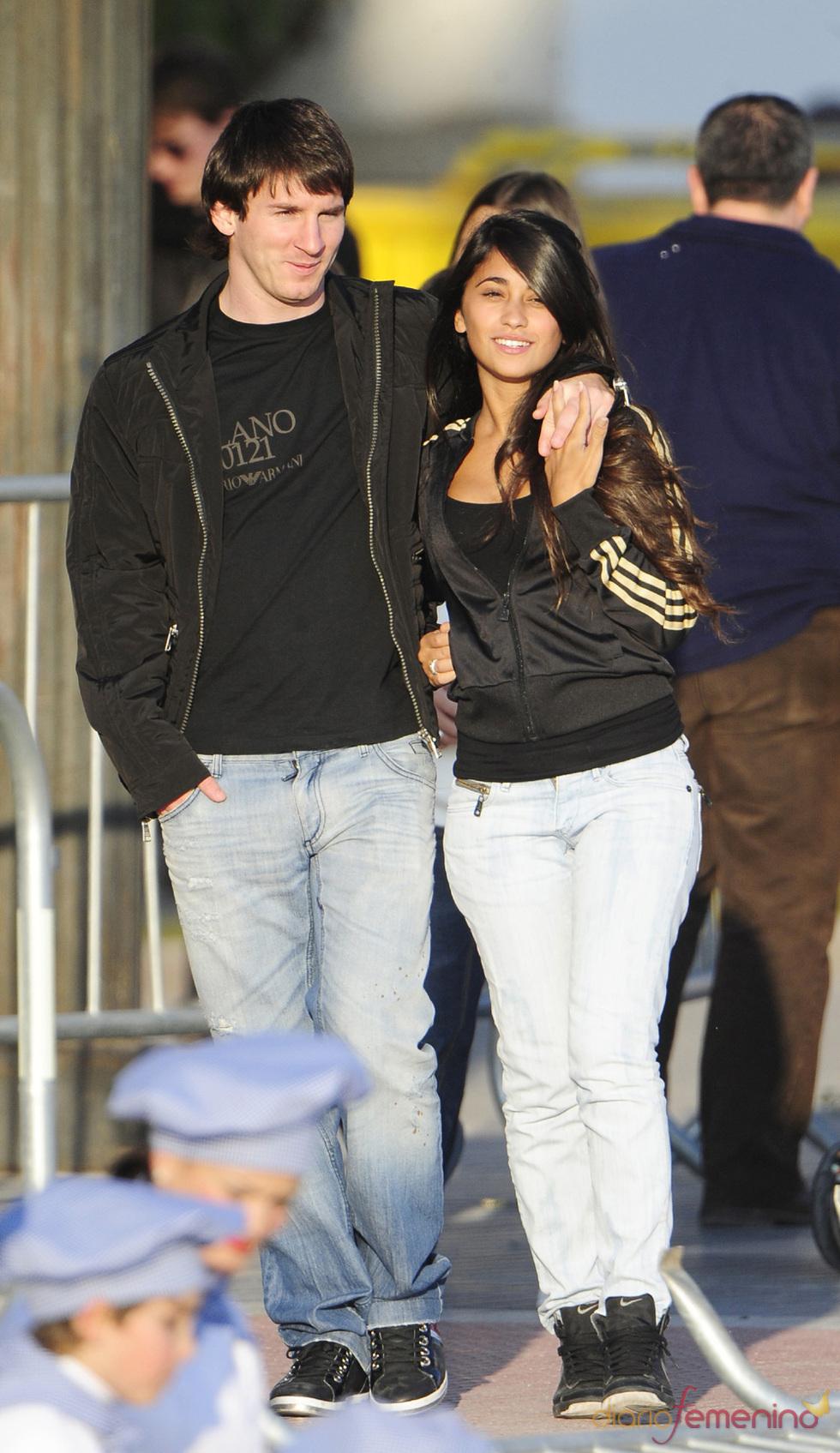 Leo Messi y su novia Antonella enamorados en Barcelona