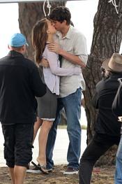 Ashton Kutcher y Natalie Portman se besan
