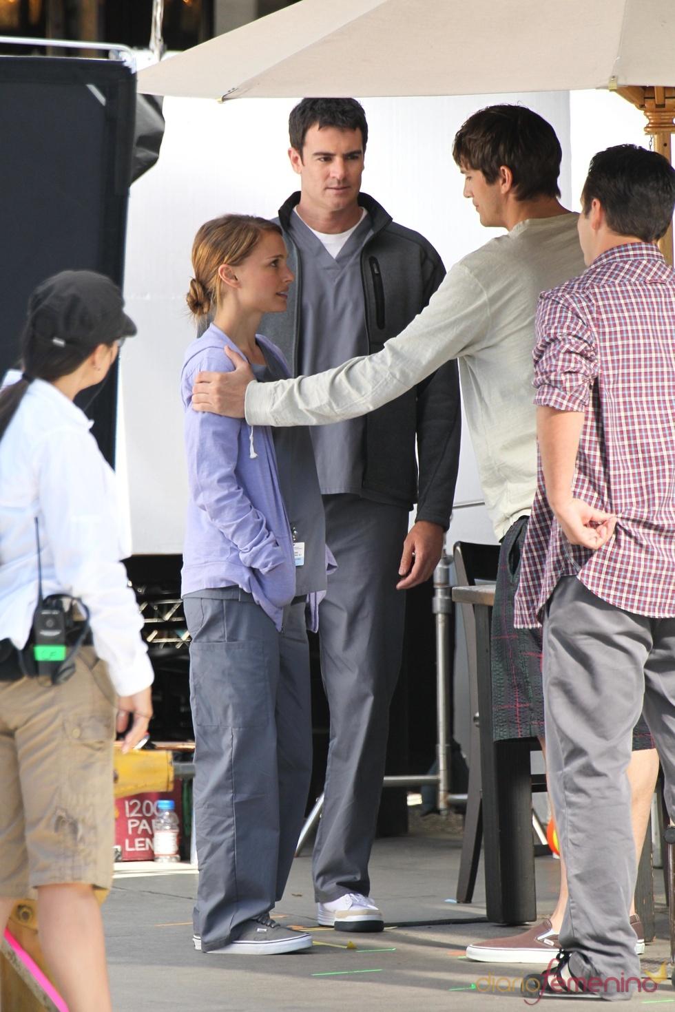 Ashton Kutcher y Natalie Portman en el rodaje de 'Amigos con derecho a roce'