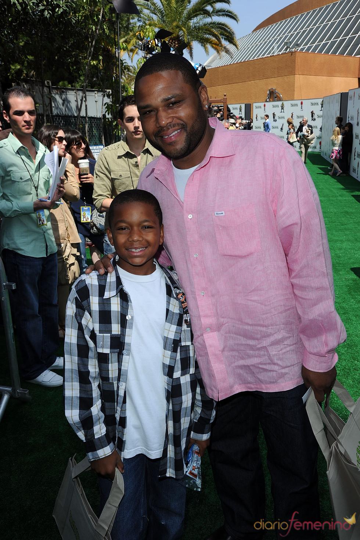 Anthony Anderson e hijo en el estreno de 'Shrek Forever After'