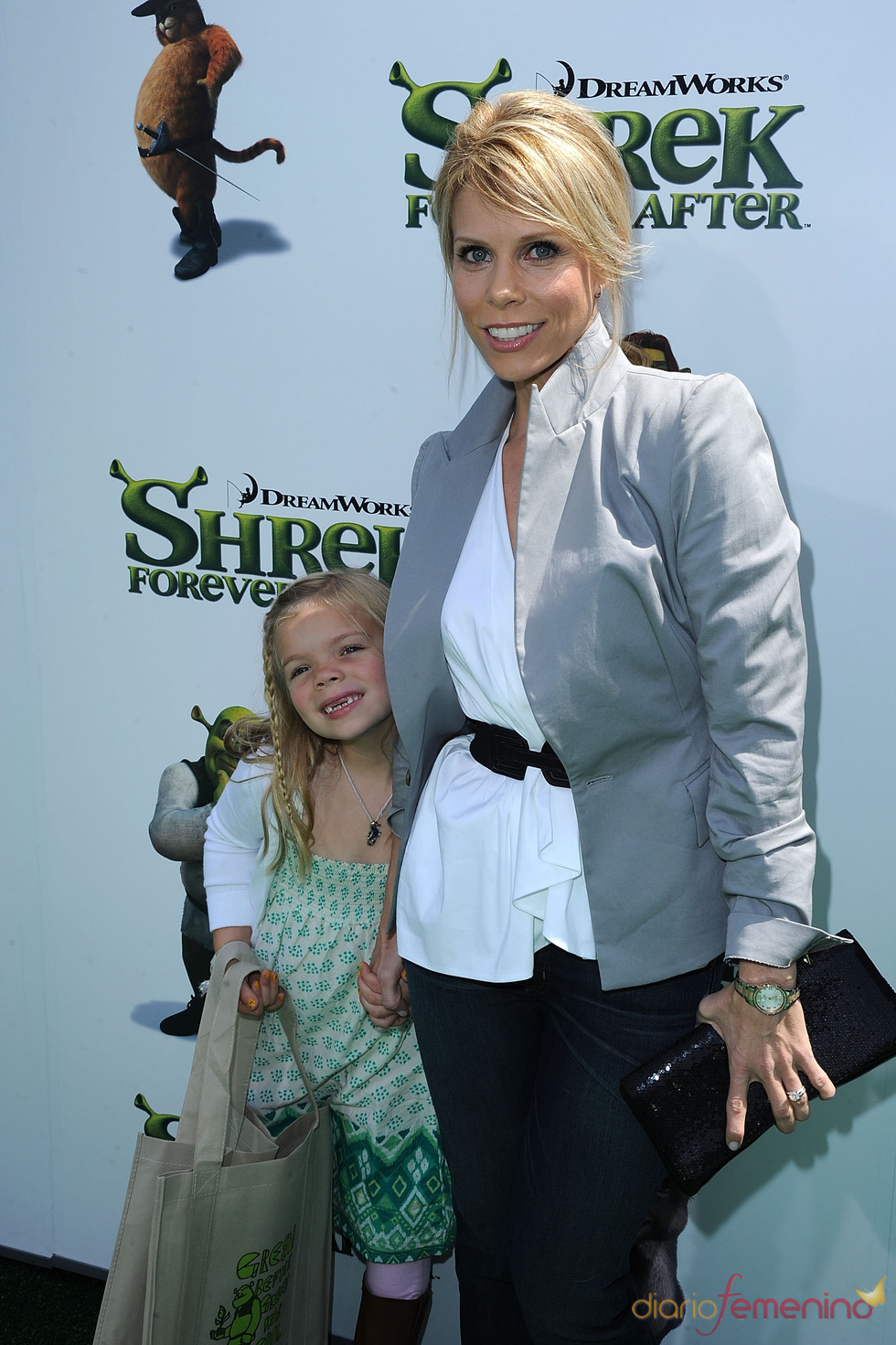 Cheryl Hines acude a ver 'Shrek Forever After'