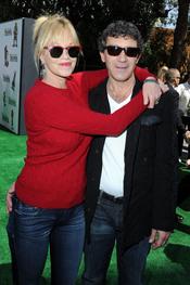 Melanie Griffith y Antonio Bandera en el estreno de 'Shrek Forever After'
