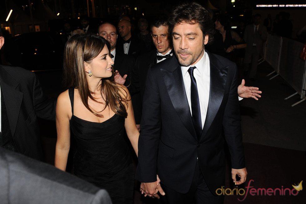 Penélope Cruz sonríe a Javier Bardem en Cannes