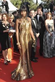 Naomi Campbell, con vestido dorado en Cannes