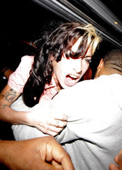 Amy Winehouse, agresiva