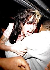 Amy Winehouse, agresiva