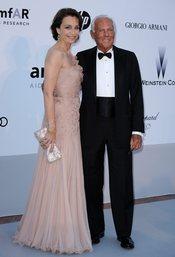Kristin Scott Thomas y Giorgio Armani en la gala AMFAR