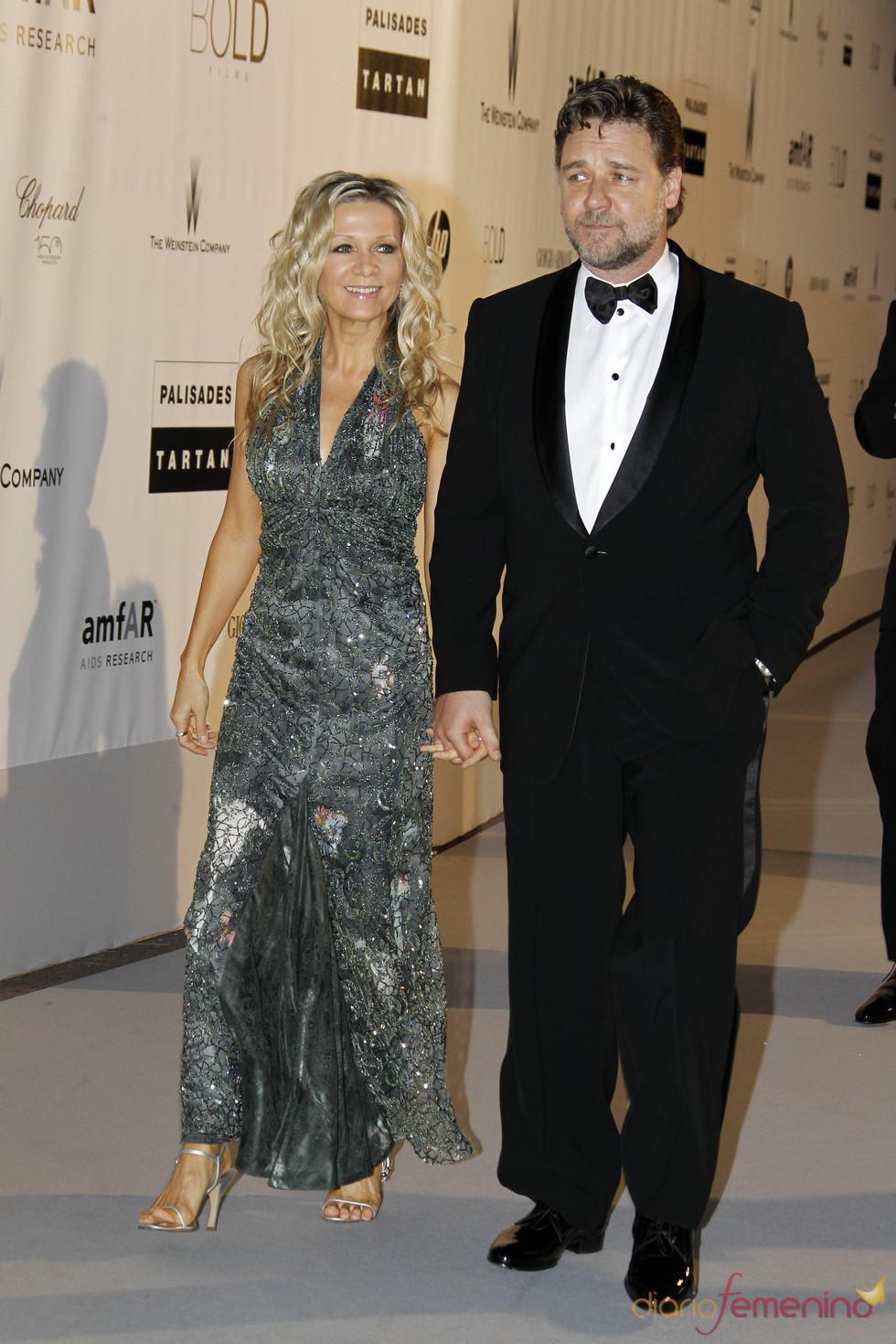 Russell Crowe y Danielle Spencer en la gala AMFAR