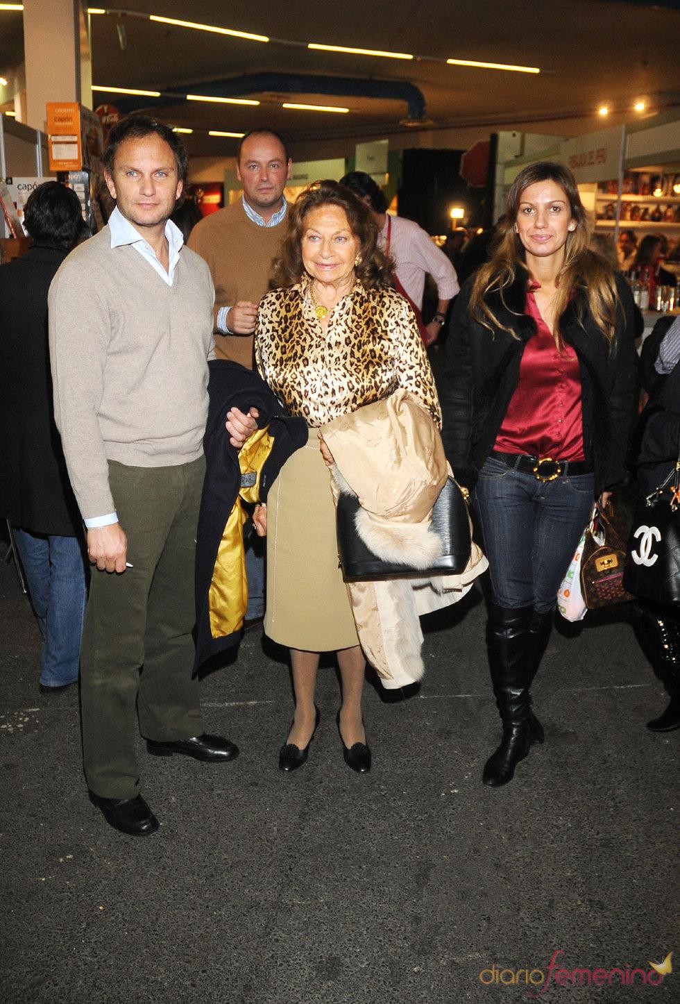 Julio y Kika Aparicio con su madre Maleni Loreto
