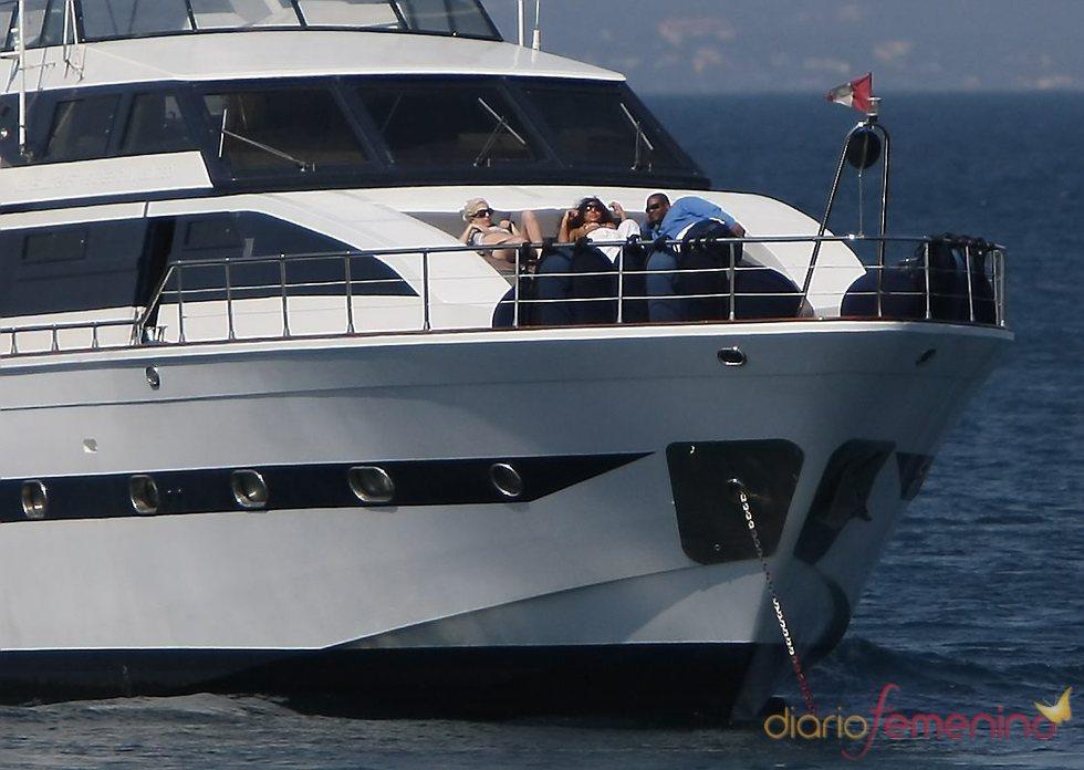Lady Gaga descansando en Saint Tropez
