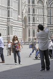Pablo Durán hace una foto a Lolita en Florencia