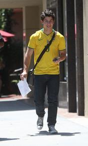 Nick Jonas vestido con las camiseta de Brasil