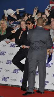 Tom Cruise junto a sus fans en los National Movies Awards