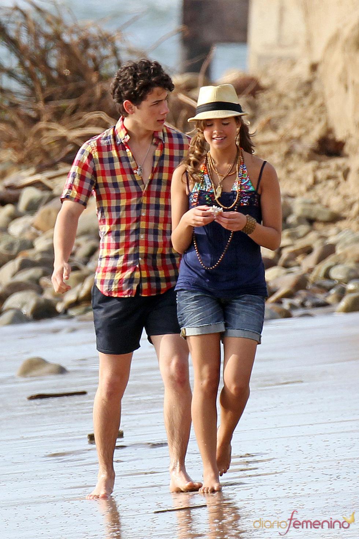 Nicole Anderson y Nick Jonas juntos en la serie JONAS