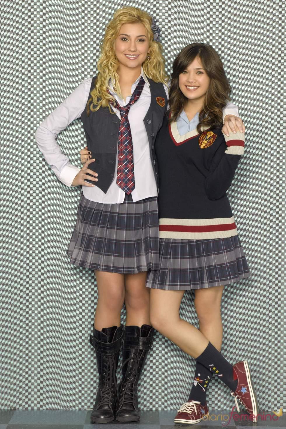 Chelsea Staub y Nicole Anderson, Stella Malone y Macy Misa en la serie JONAS