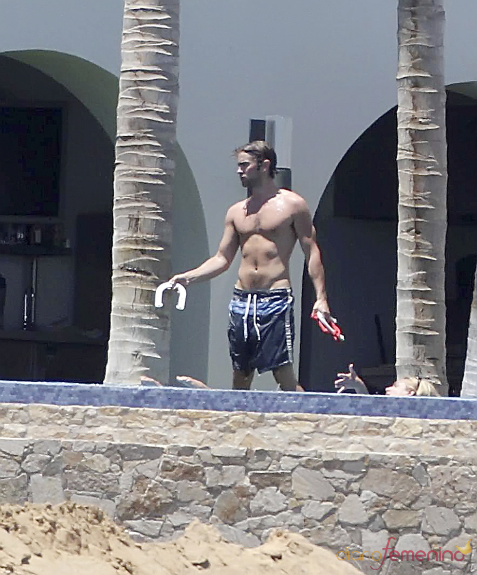 Chace Crawford sin camiseta en México