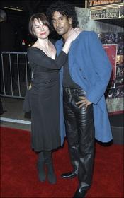 Barbara Hershey y Naveen Andrews