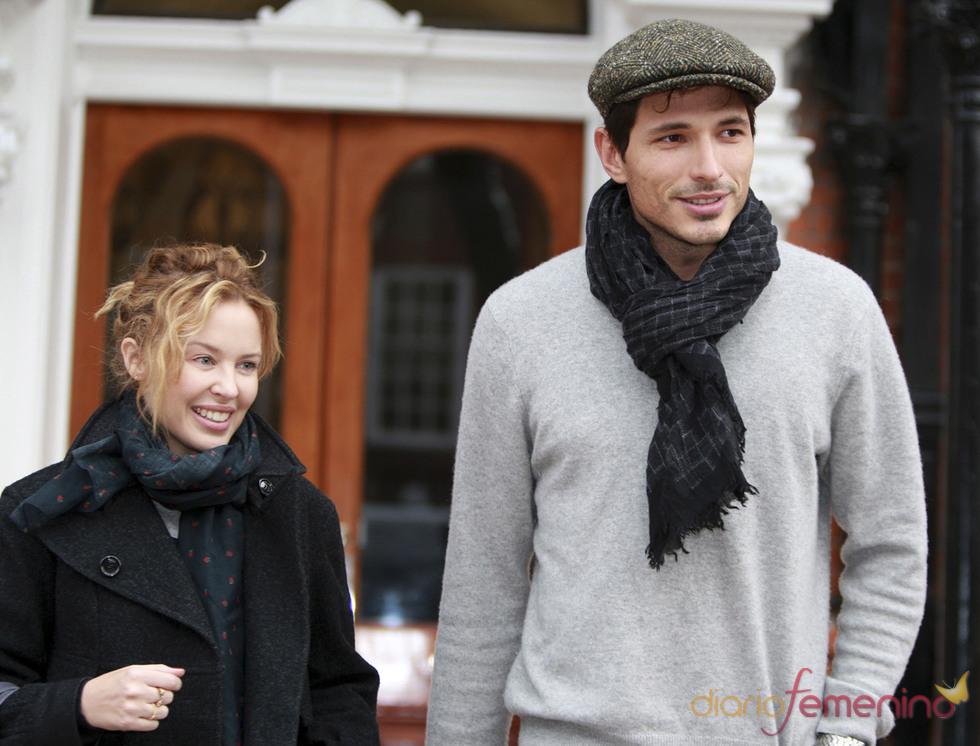 Andrés Velencoso y Kylie Minogue rompen