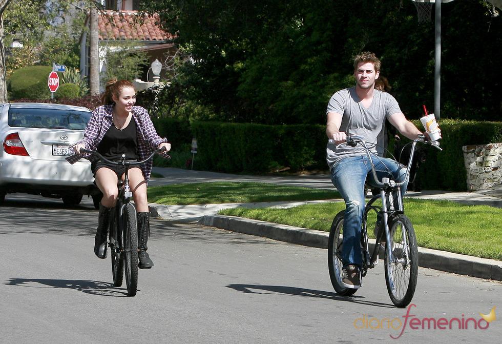 Liam Hemsworth y Miley Cyrus, una pareja deportista