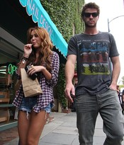Miley Cyrus y Liam Hemsworth de paseo