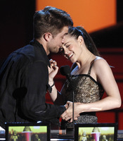 Carantoñas de Robert Pattinson y Kristen Stewart en los MTV Movie Awards