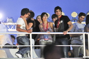 Elena Furiase se besa con su novio en el Rock in Rio 2010