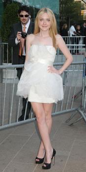 Premios CFDA de la Moda: Dakota Fanning