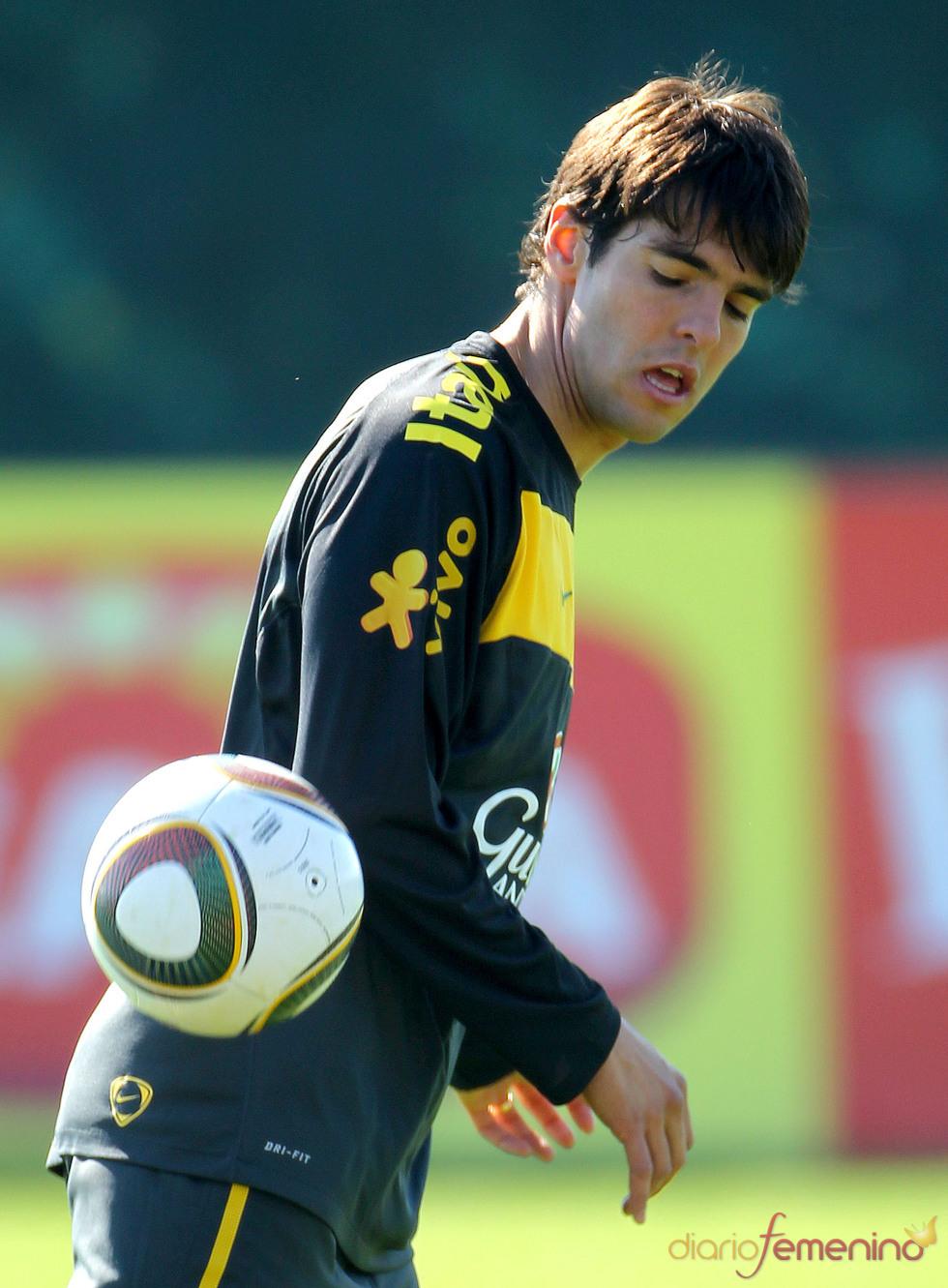 Kaká y 'Jabulani', el balón del Mundial 2010