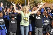 Shakira, con los niños en Sudáfrica