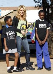 Shakira lleva su 'Waka waka' a los niños de Sudáfrica