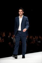 Cesc Fàbregas hace sus pinitos como modelo