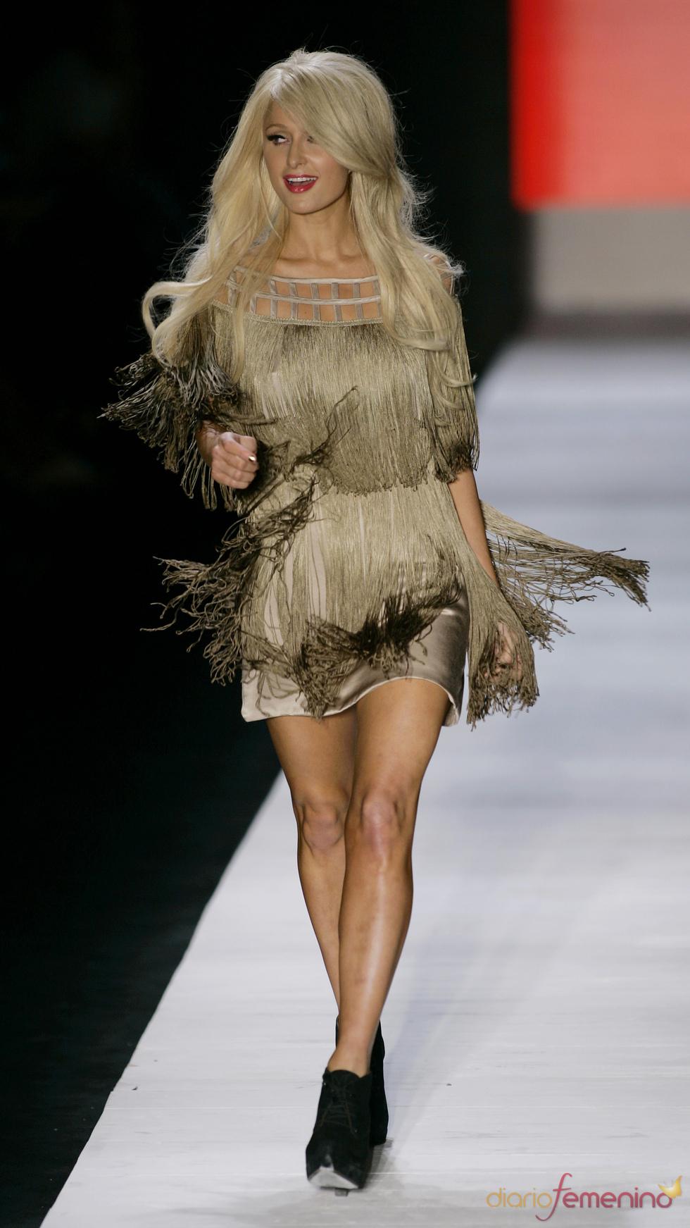 Paris Hilton, una modelo más en Brasil