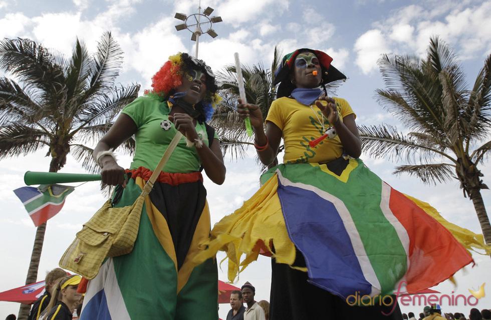 Los sudafricanos siguen la ceremonia de apertura con pasión