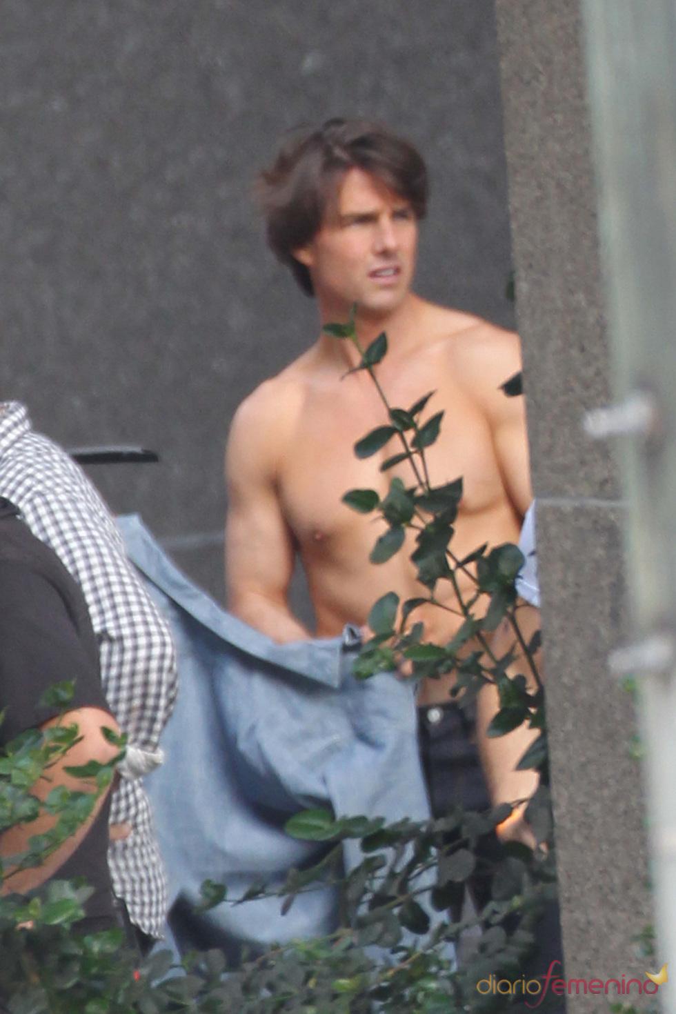 Tom Cruise pillado sin camisa