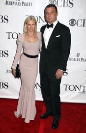 Naomi Watts y Liev Schreiber en los premios Tony 2010