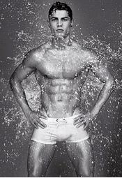 Cristiano Ronaldo, semidesnudo bajo el agua