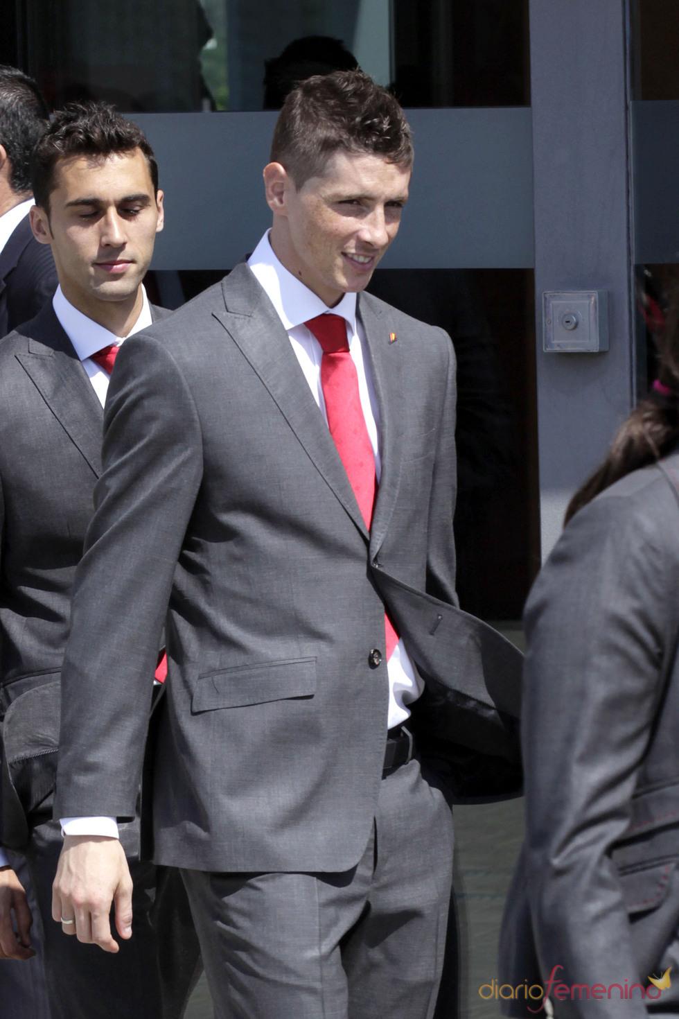 Fernando Torres con chaqueta y corbata